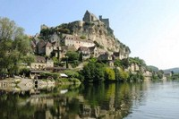 beynac dordogne cycling holiday in France